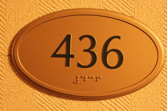 The Read House Historic Inn And Suites: room 436 does comfortably fit 4