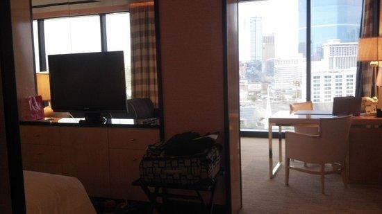Encore At Wynn  Las Vegas: Bedroom looking at living room