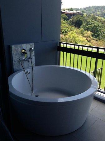 Foto Hotel : LA baignoire extérieure