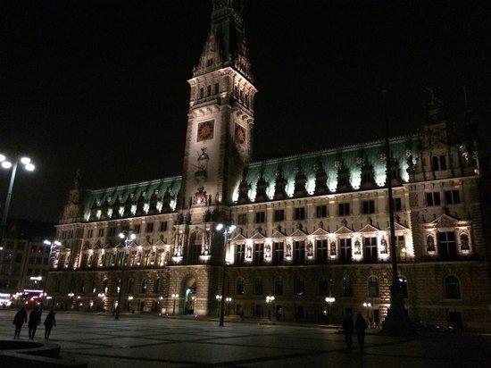 Rathaus: Vista de noche