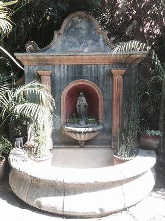 Cafe Condesa : Little fountain in a courtyard