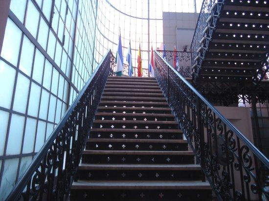 Legislative Palace (Palacio Legislativo) : Arquitetura mista: antiga e moderna.
