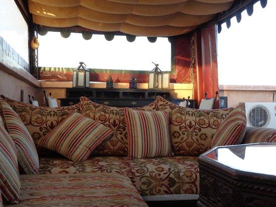 Dar Sholmes: Terrace
