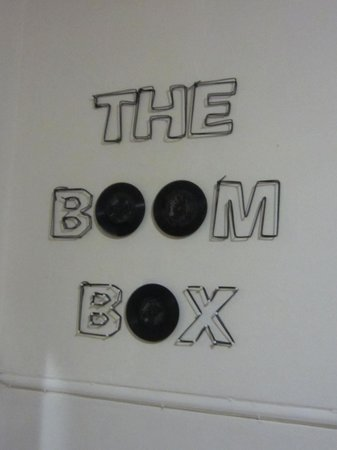Pumbas Backpackers : One of the vinyl decorations in the kitchen