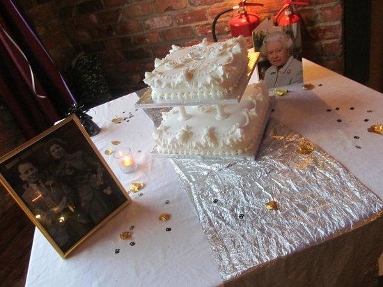 Trinity Hotel: cake on diplay