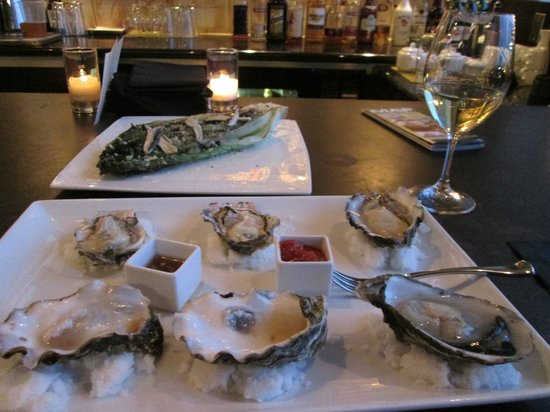 Hotel Rose - A Staypineapple Hotel: Oysters and a caesar salad with fresh anchovies!