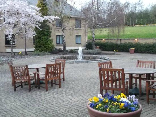 Holiday Inn Leeds Brighouse : Hotel Fountain
