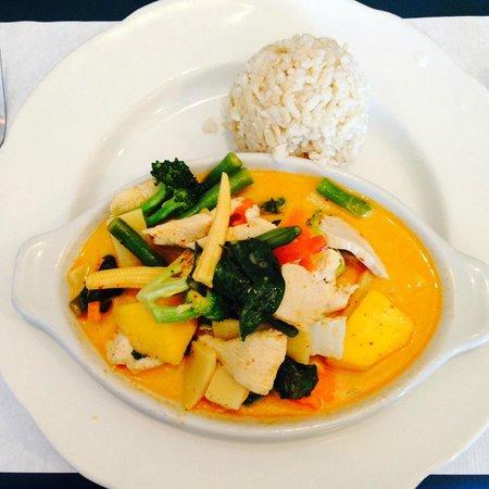SIAM Cuisine Thai Restaurant: Mango Curry with Chicken