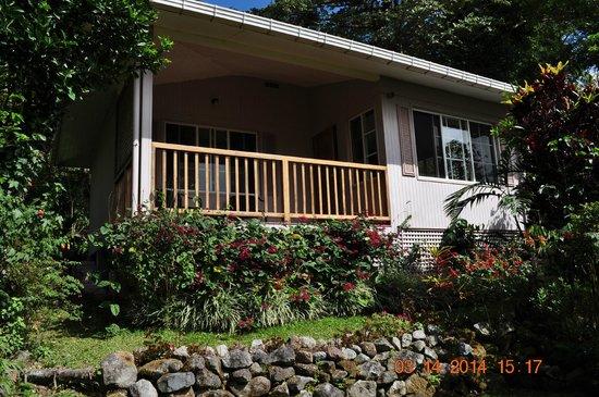 La Montana y el Valle Coffee Estate Inn: Bungalow balcony faces Baru