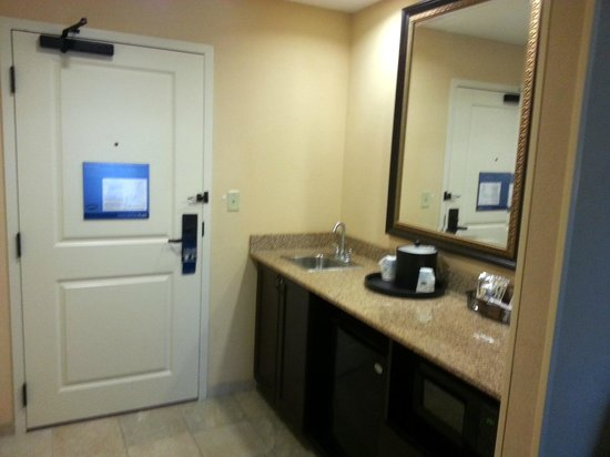Hampton Inn & Suites Mobile/Downtown: Wet Bar