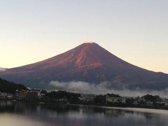 Kozantei Ubuya: Sunrise Mt Fuji from our room