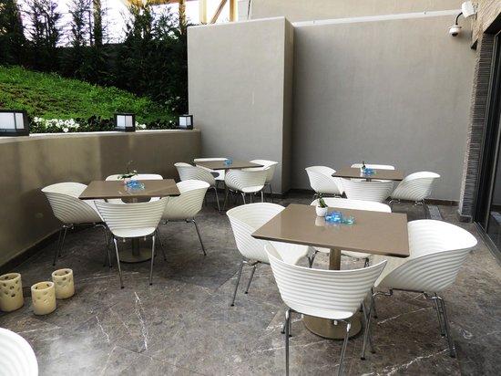 Avantgarde Taksim Hotel: la terrasse acces de la salle a manger