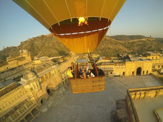 Sky Waltz Balloon Safari: Amber Fort at dawn