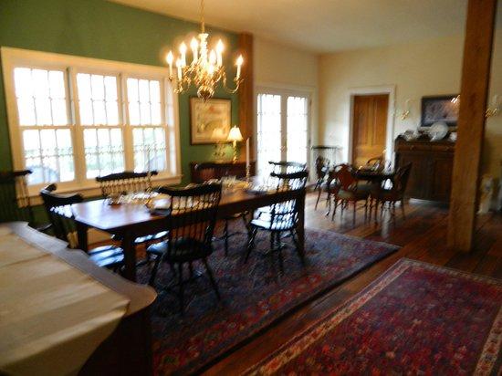 Pheasant Run Farm: Lovely dining area.