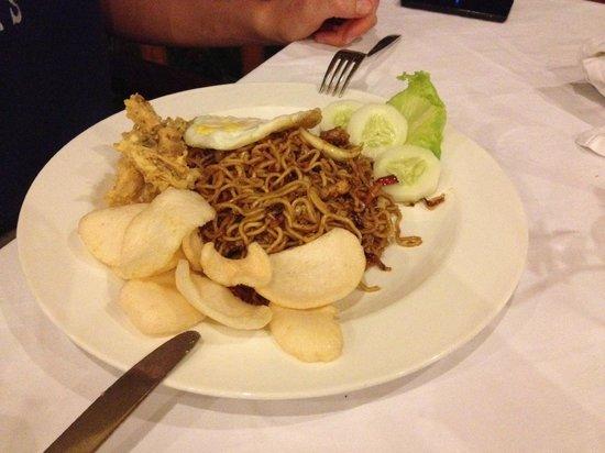 Villa Grasia Resort & Spa: Tasty indonesian food: fried noodles.