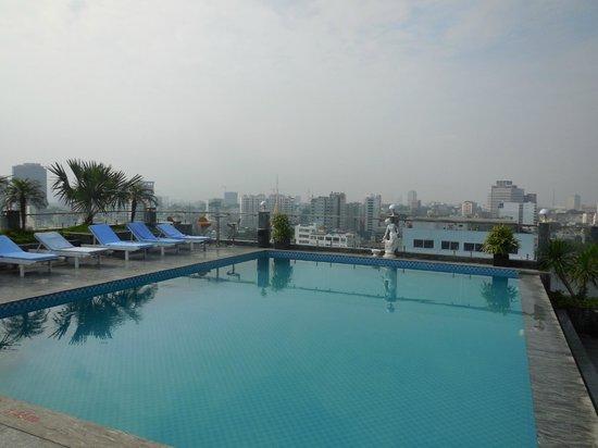 EdenStar Saigon Hotel : piscine en terrasse