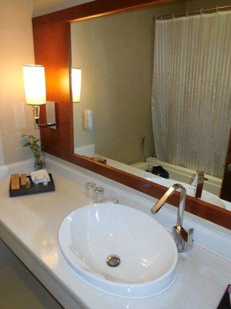 EdenStar Saigon Hotel : salle de bain