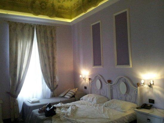 Hotel Ferrucci: ..camera...