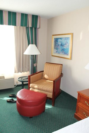 Hilton Garden Inn Minneapolis Eagan : Eagan, Hilton Garden Inn, Room #321, Sitting Area