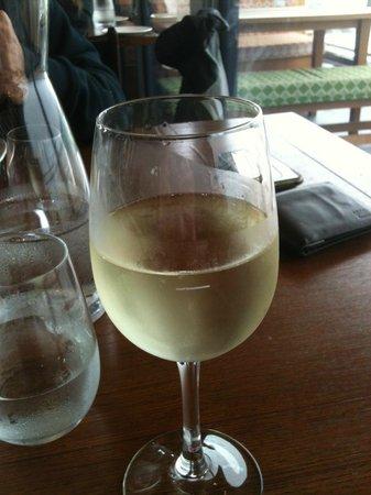 Mrs Jones Restaurant Bar Lounge : Wild Rock Sauv Blanc was nice :)