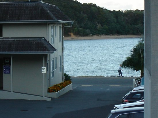 Kingsgate Hotel Autolodge Paihia: This is a view we had, althouygh its a zoomed in photo and room didnt face the front.