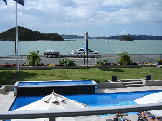 Kingsgate Hotel Autolodge Paihia: View from the bars balcony.
