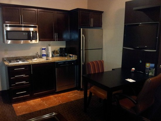 Hawthorn Suites by Wyndham West Palm Beach : Kitchenette
