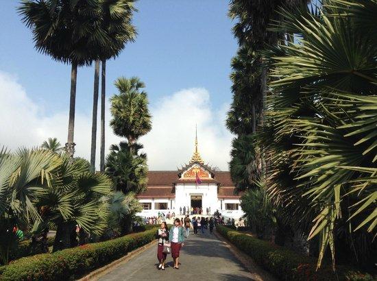 Alle para a entrada do Royal Palace Museum