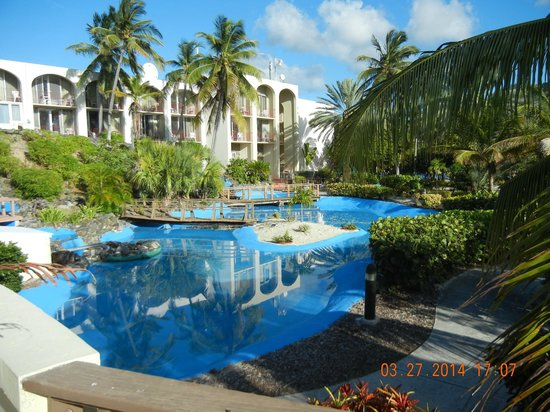 Hotel on the Cay : hotel grounds