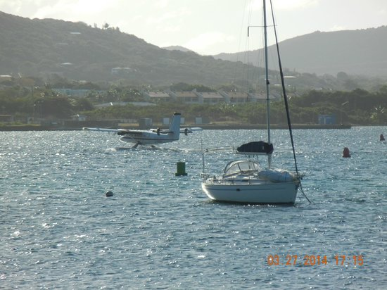 Hotel on the Cay : harbour