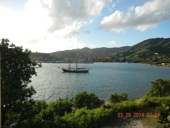 Hotel on the Cay : 3mated schooner in st croix from Oct-April