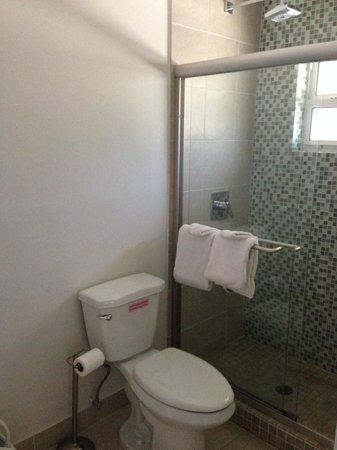 Coral Bay Resort: Shower