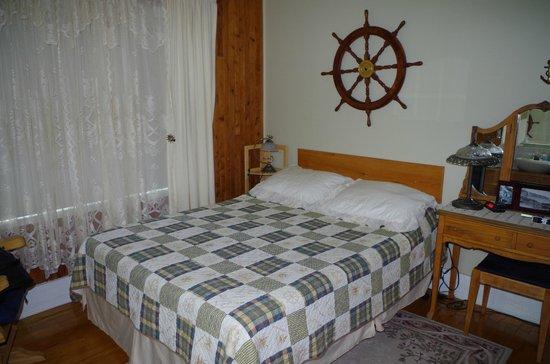 Gite A la Revasse : chambre du capitaine au rez-de-chaussée