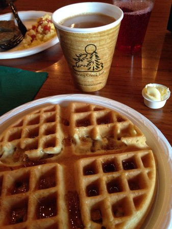 Stoney Creek Inn: Delicious waffle!