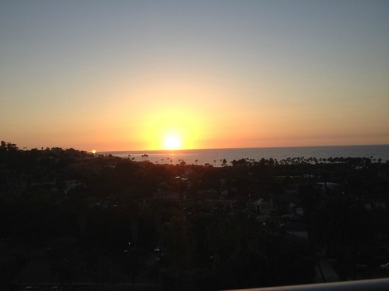 Hotel La Jolla: Another night sunset (plan your reservations according to sunset)