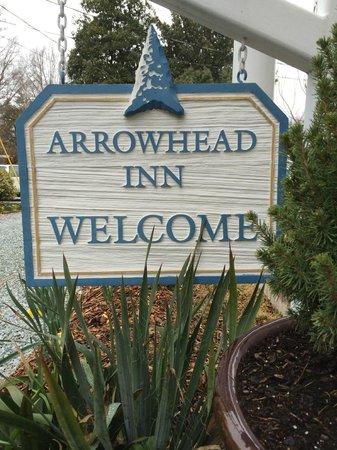 Arrowhead Inn: main sign