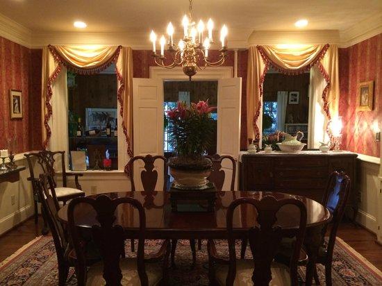 Arrowhead Inn: Dining Area