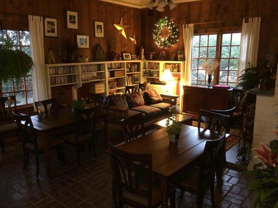 Arrowhead Inn: quiet reading area