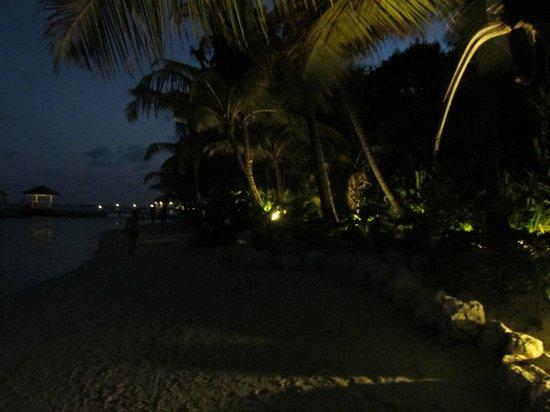 Belizean Shores Resort: Evening on the beach
