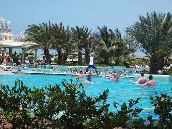 Clubhotel Riu Karamboa : Aqua arobics and water polo in action