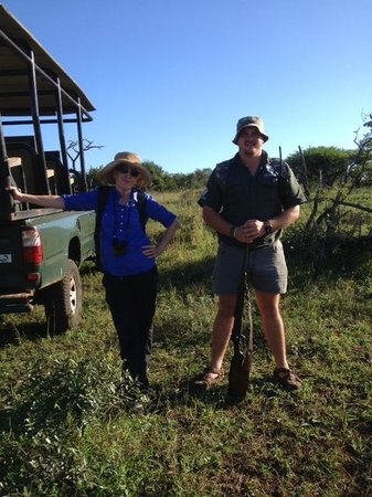 Zulu Nyala Game Lodge: Game driver Ronnie and me