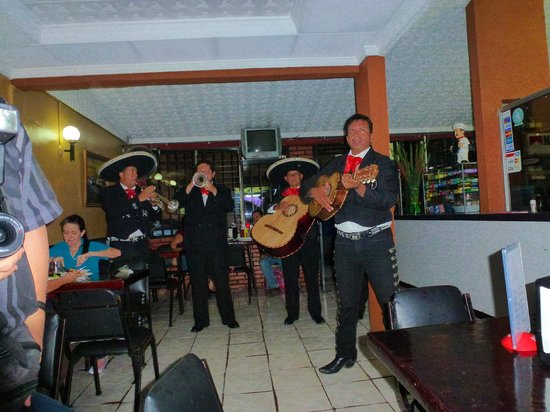 Mariachis en El Maguey de Licho, para Benilda 25 Abril 2012