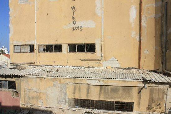 Allenby Bauhaus Apartments : Вид из окна