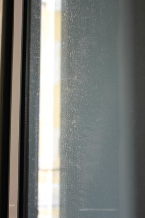 Allenby Bauhaus Apartments : Чистота окон оставляет желать лучшего...