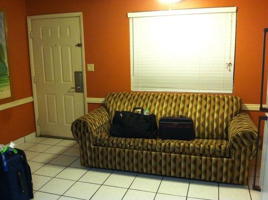 Coronada Inn and Suites : Front door