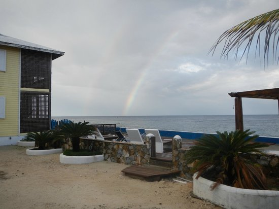 Lands End - Ocean Front Lodge: Nice double rainbow one morning.