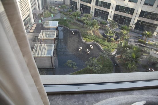 JW Marriott Hotel New Delhi Aerocity : View of courtyard