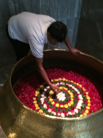 JW Marriott Hotel New Delhi Aerocity : Lots of fresh flowers
