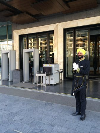 JW Marriott Hotel New Delhi Aerocity : Security and Namaste greeting