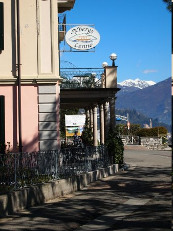 Albergo Lenno: View of front of Albergo (hotel) Lenno